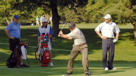 À quoi sert le caddie de golf ? Un rôle de co-pilote pour le golfeur