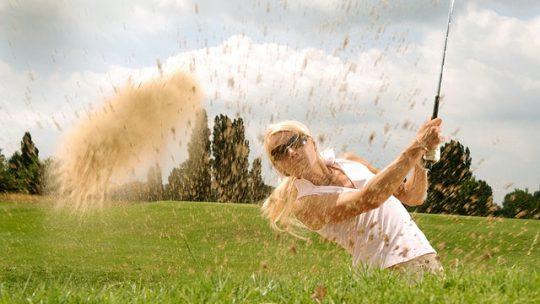 Sortie de bunker au golf : Techniques et conseils pour sortir la balle