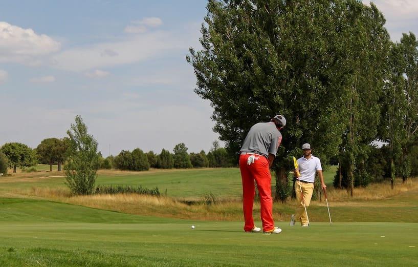 Comment apprendre le golf ? Les bonnes pratiques pour débuter